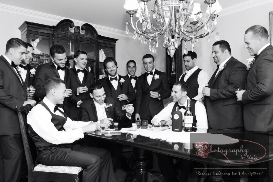 groomsman-playing-cards-photography-in-style